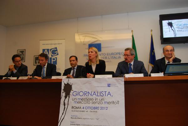 La presidente dell'Agsp, Anna Piras, mentre modera il Convegno