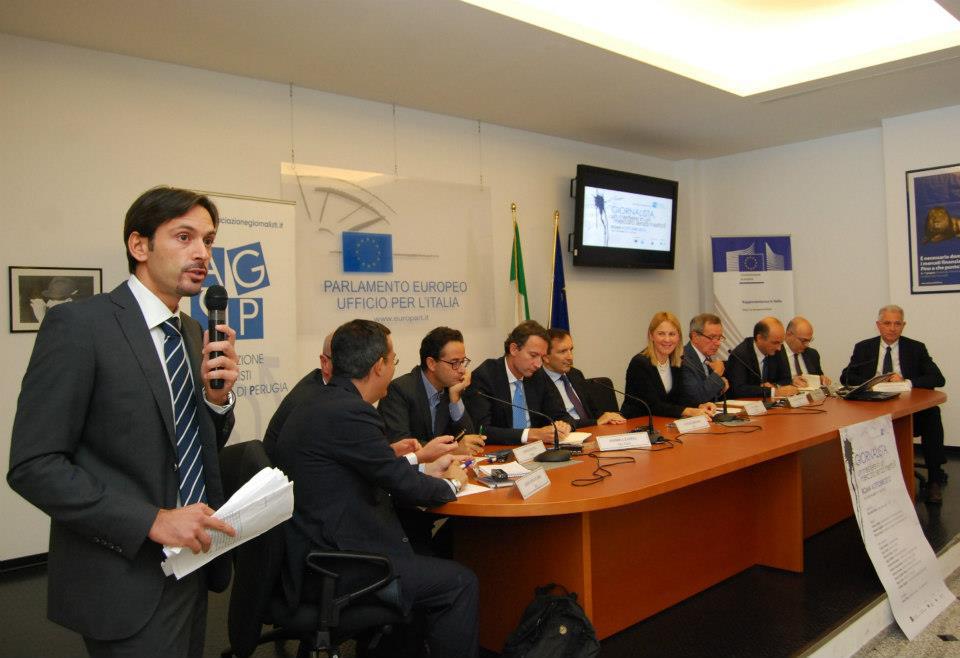 La relazione introduttiva del segretario dell'Associazione Giornalisti Scuola di Perugia, Marcello Greco