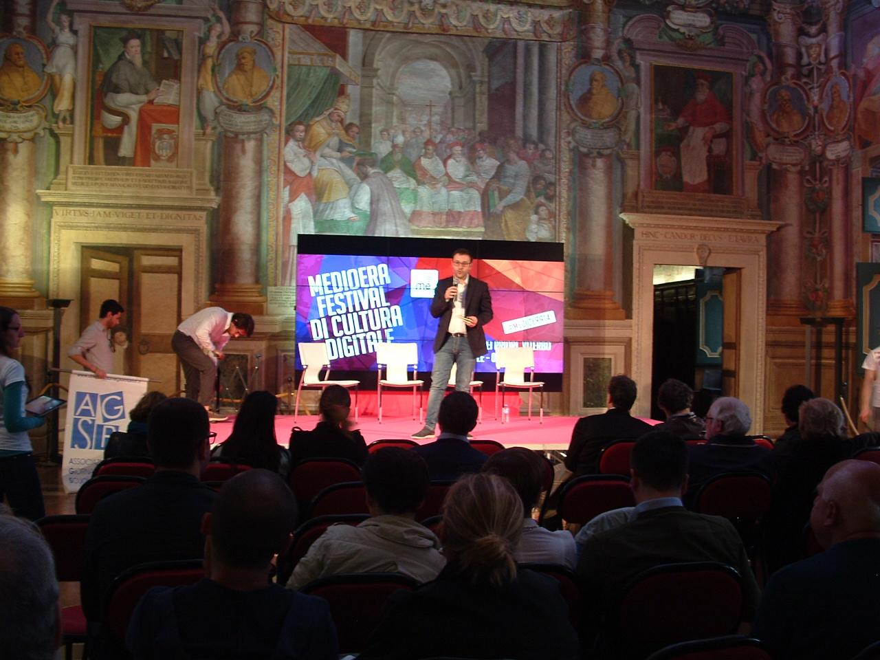 Francesco Cutro presenta l'evento delll'Agsp al Festival Medioera di Viterbo